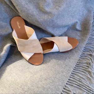 Diane von Furstenberg Sandals ✴️